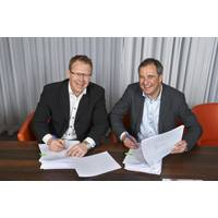 Per Landegren, CEO of Humphree, left, and Björn Ingemanson, president of Volvo Penta. (Photo: Volvo Penta)