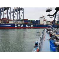 The CMA CGM refueling operation (CREDIT: GoodFuels Marine