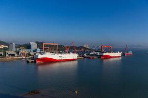 Siem Confucius and sister ship Siem Aristotle are the first trans-Atlantic PCTCs (Pure Car Truck Carriers) to operate full-time on LNG. Photo: MAN ES