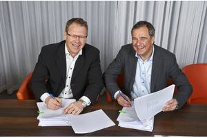 Per Landegren, CEO of Humphree, left, and Björn Ingemanson, president of Volvo Penta. (Photo: Volvo Penta)