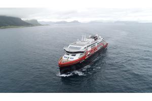 MS Roald Amundsen sailing on battery power. Photo: Hurtigruten