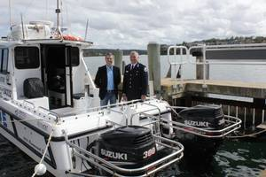 Signing supply agreement: Photo credit Marine Rescue NSW