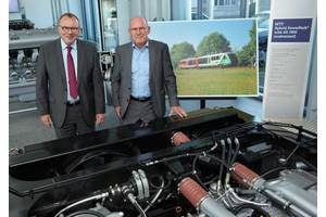 Dr Ulrich Dohle (left), CEO of Rolls-Royce Power Systems, talks to Winfried Hermann, Minister of Transport in Baden-Württemberg, about eco-friendly drive concepts for rail transport.  (Photo: Rolls-Royce)
