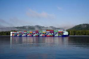 APH vessels are being designed in lengths of 592, 772, and 952 feet. The Vessels will carry from 1824 to 2960 TEUs and will travel north and south at twice the speed of barge lines or about 12-14 knots. CREDIT: American Patriot Holdings