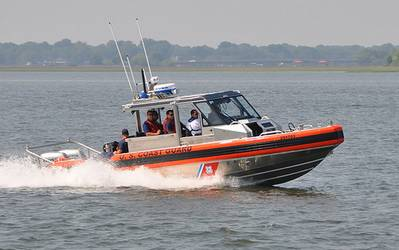 the 28-foot RB-S is powered by twin 225-horsepower (hp) Honda outboards.