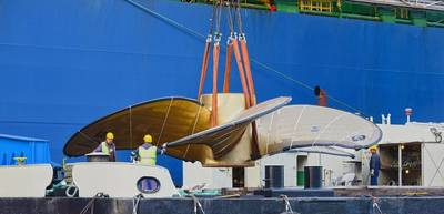"Floating crane ""HHLA IV"" loads worlds's biggest ship propeller onto a vessel. Photo: HHLA / Dietmar Hasenpusch"