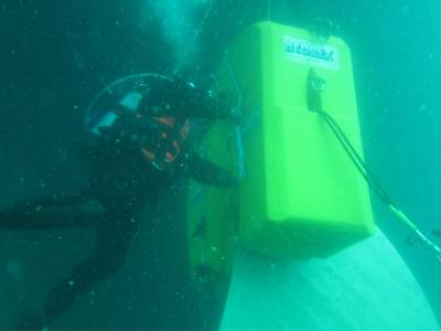 A Hydrex diver bending propeller blades back in to shape (Photo: Hydrex Underwater Technology)