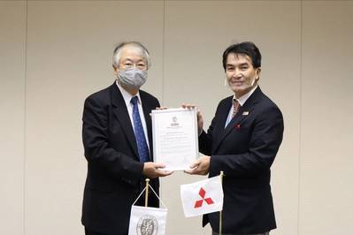 Kazuo Yamashita, Chief Executive, Japan – Bureau Veritas Marine & Offshore presenting AiP certificate to Naoki Ueda, Executive Vice-President, Mitsubishi Shipbuilding (Photo: Bureau Veritas)