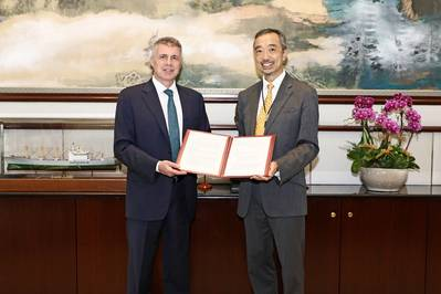 Stephen Ng, Director of Trades of OOCL, received the verification certificates from John Rowley, Managing Director, Management Systems & Inspection Services at Lloyd's Register. (Photo: Lloyd's Register)