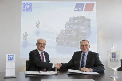 Wilhelm Rehm and Dr. Ulrich Dohle sign the collaboration agreement (Photo: ZF)