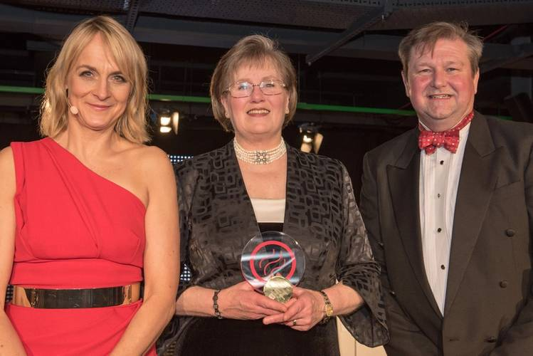 Alexis Lay of LEK Lubrication, centre, collects her award from MMIA17 host Louise Minchin and Paul Marwick of award sponsor the Manufacturing Technology Centre (Photo: LEK Lubrication Systems)