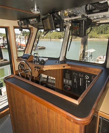 The controls are mounted port-side both in the wheelhouse and on the bow to allow working over that side